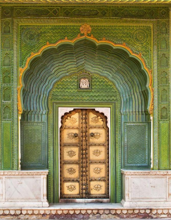 india_jaipur_tour_door_in_city_palace