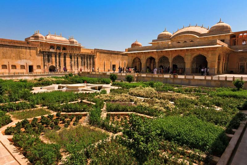 india_jaipur_tour_gardens_in_amer_fort
