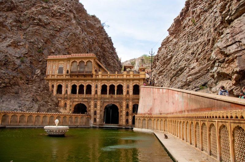 india_jaipur_tour_monkey_temple_0