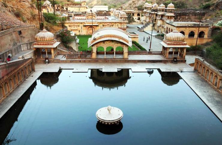 india_jaipur_tour_monkey_temple_galwar_bagh