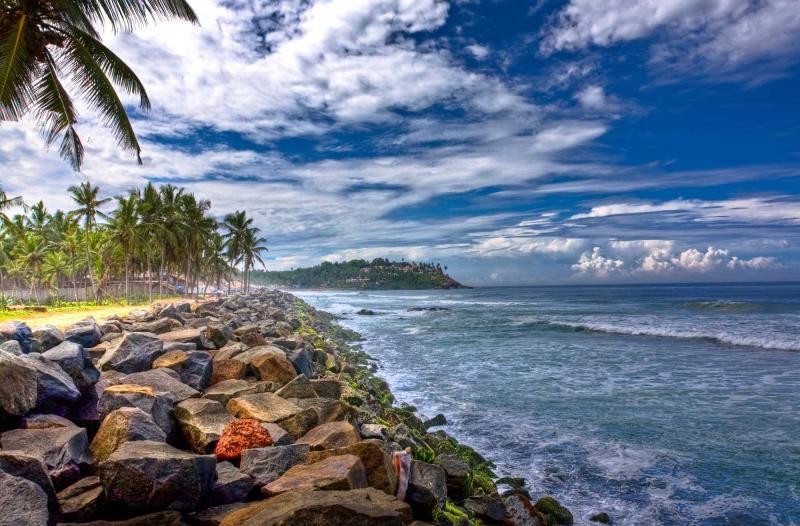 india_kovalam_tour_rocky_beach_at_kovalam