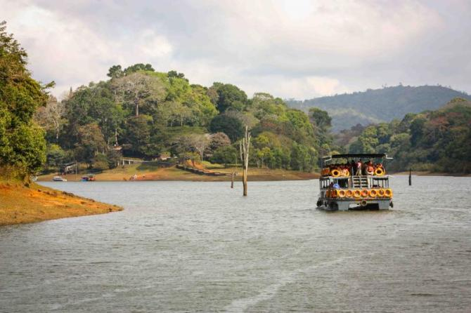 india_lake_periyar_national_park_kerala_0