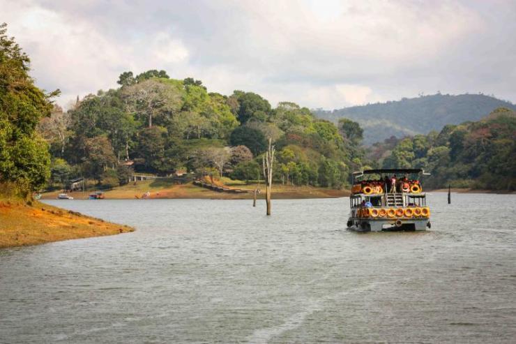 india_lake_periyar_national_park_kerala_0