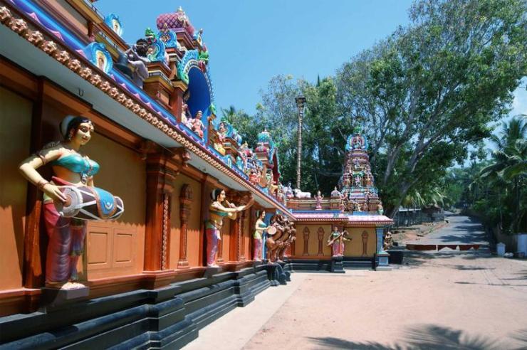 india_mumbai_tour_traditional_hindu_temple