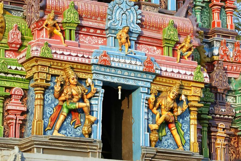 india_mumbai_tour_traditional_statues_of_gods_and_goddesses_in_the_hindu_temple