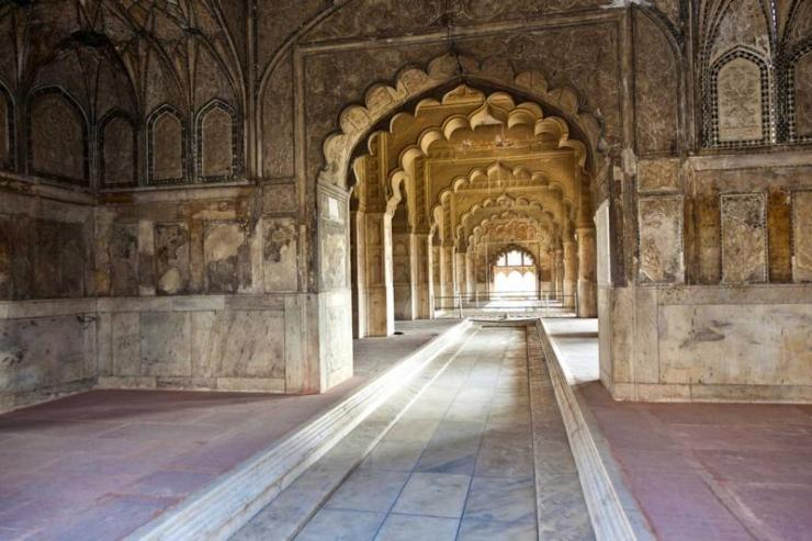 india_new_delhi_tour_inlaid_marble_columns_and_arches