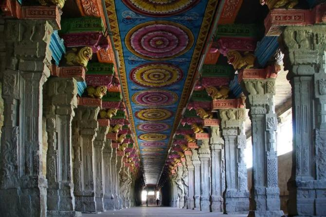 india_new_delhi_tour_inside_of_meenakshi_hindu_temple_0