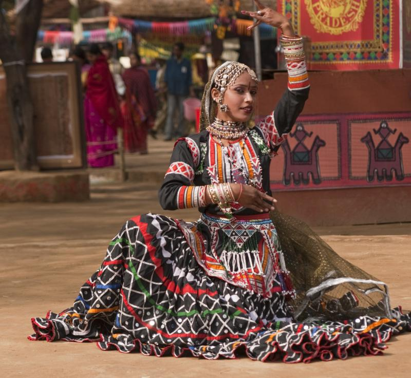 india_rajasthani_dancer_in_action_mongol