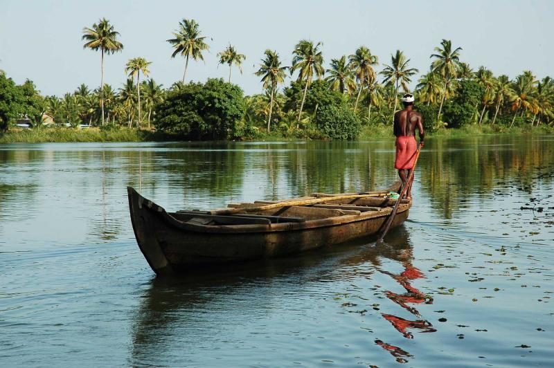 indiakeralatourfishermanandhisboat