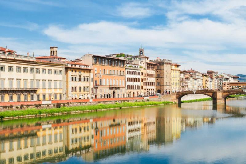italy_florence_old_town_and_river_arno_reflecting_in_water_at_summer_day