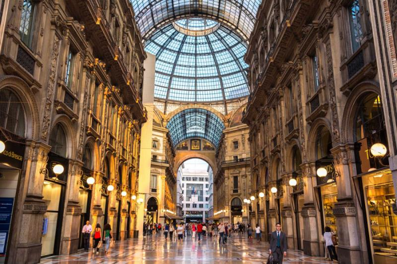 italy_milan_famous_galleria_vittorio_emanuele_ii_in_a_beautiful_summer_day-e