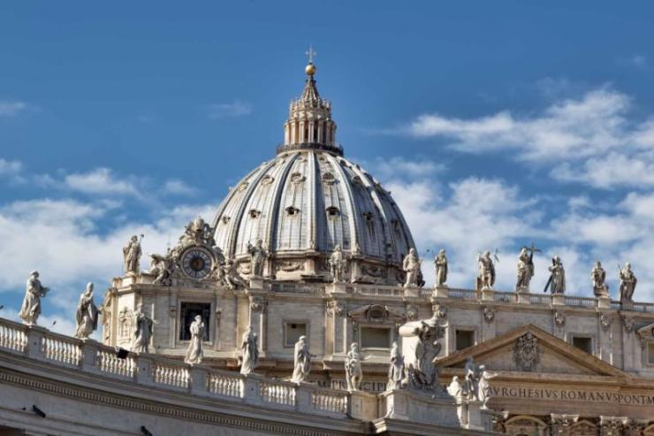 italy_rome_dome_of_the_saint_peters_basilica_in_the_vatican_city_in_rome-e