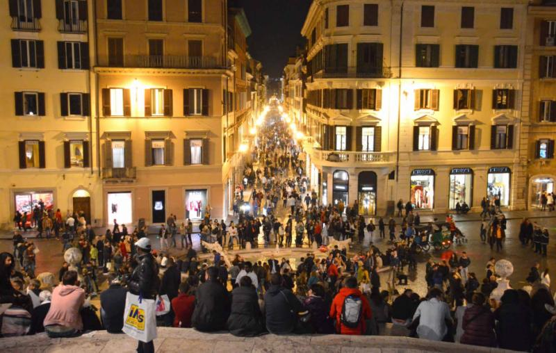 italy_rome_piazza_di_spagna_at_night_view_of_street_from_above_dsc_0613
