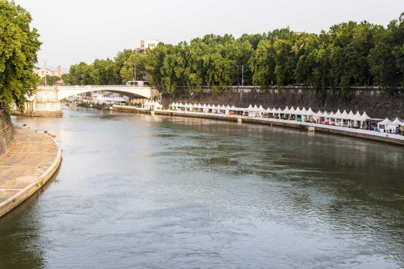 italy_rome_tiber_river_in_rome_view