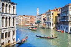 italy_venice_a_beautiful_view_of_a_grand_canal_in_venice_e