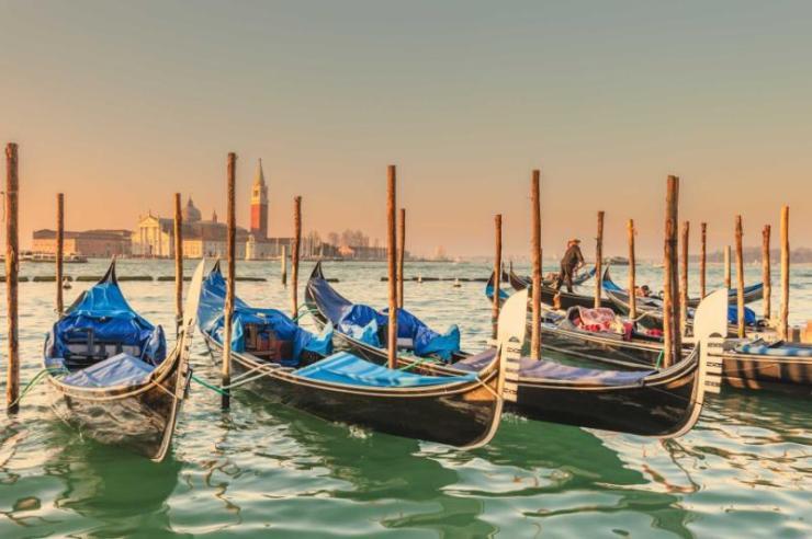 italy_venice_blue_boats