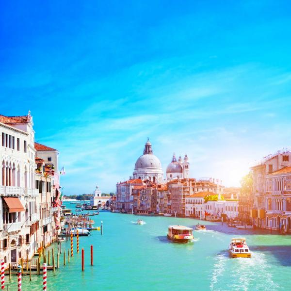 italy_venice_grand_canal_and_the_salute_at_sunny_day._tourist_boats_view_from_ponte_dell_accademia