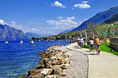 lago_di_garda_activities_.beautiful_lake_in_north_of_italy_._malcesine