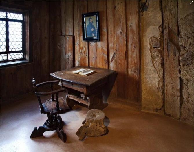 luthers_desk