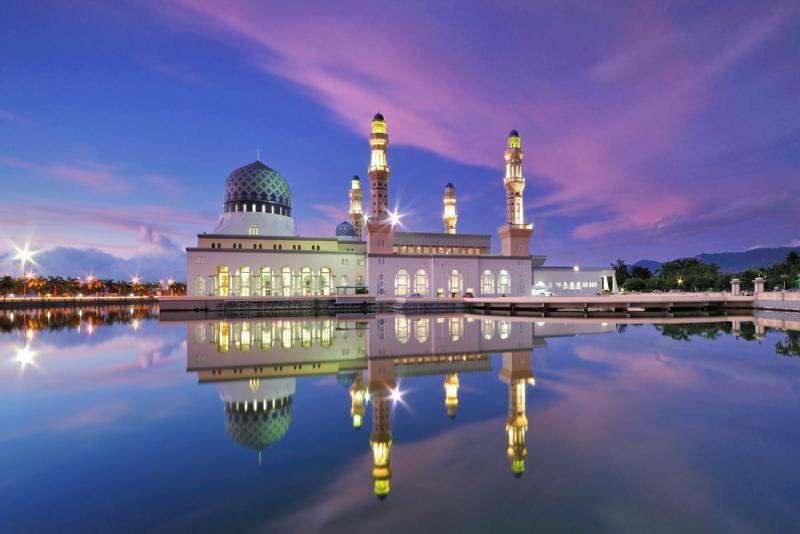 malaysia-kota-kinabalu-city-floating-reflaction-full