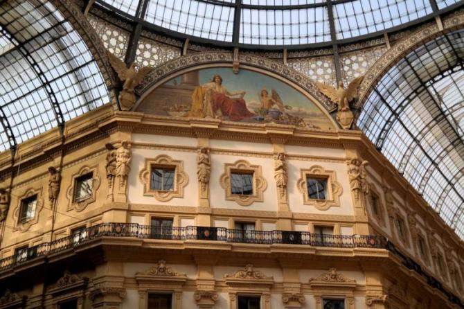 milan_italy_-_october_19_2014_view_of_the_glass_roof_and_upper_floors_galleria_vittorio_emanuele_ii