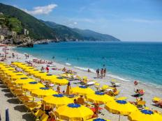 monterosso_al_mare_ligurian_coast_italy_-_june_4_2010_colorful_beach_umbrella_at_the_monterosso_beach_in_cinque_terre_national_park_0