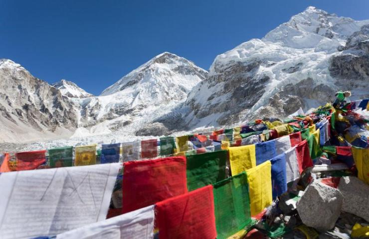 nepal_khumbu_valley_view_from_mount_everest_base_camp_with_rows_of_buddhist_prayer_flags_-_sagarmatha_national_park_0
