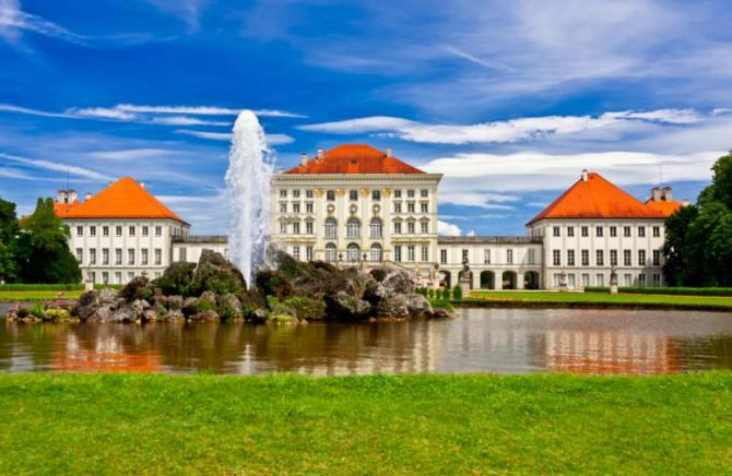 nymphenburg_castle_front_view_in_a_summer_day