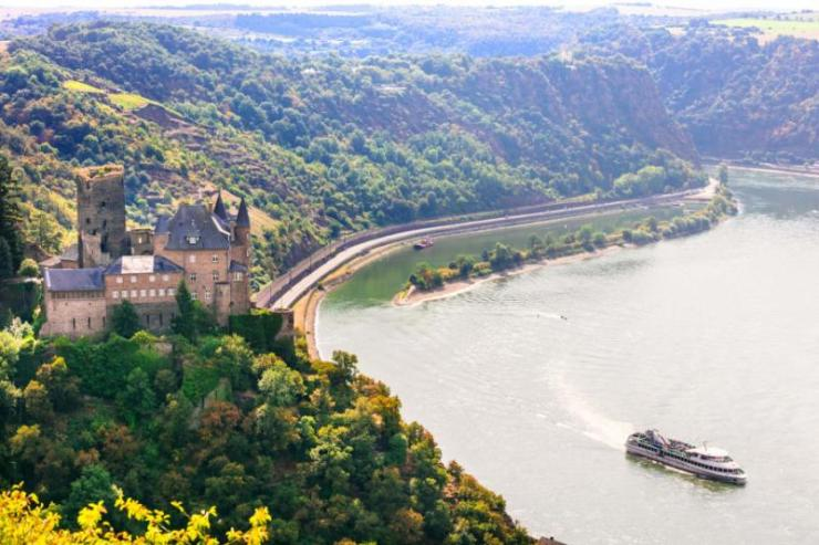 romantic_rhine_valley_with_beautiful_medieval_castles._germany