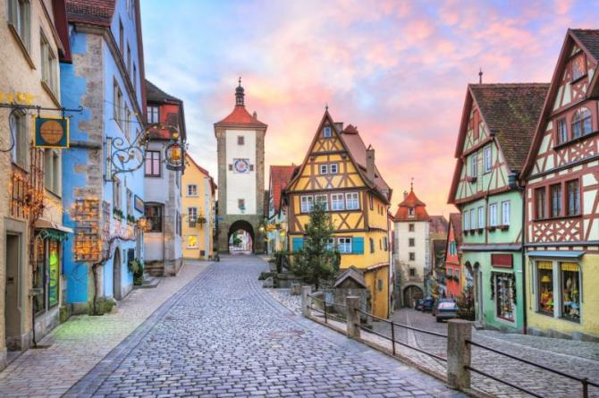 rothenburg_ob_der_tauber_picturesque_medieval_city_in_germany_famous_unesco_world_culture_heritage_site_popular_travel_destination