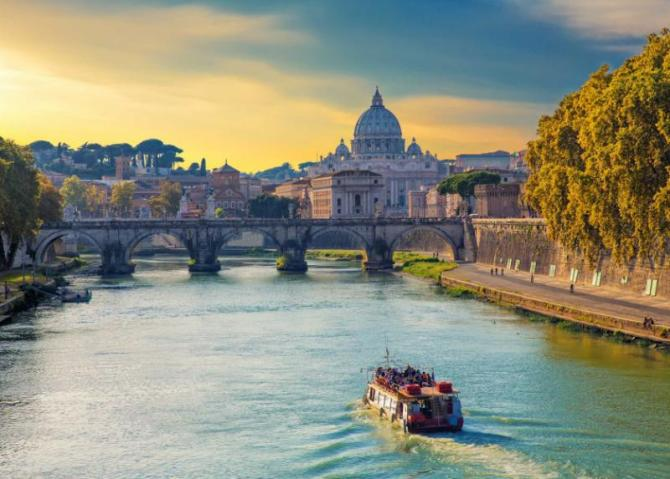 touristic_boat_sailing_on_tiber_river_at_evening_with_saint_peters_basilica_on_the_background._roma._italy