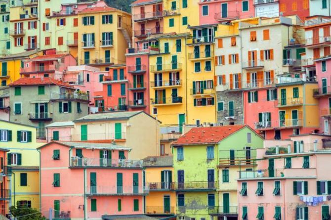 traditional_colorful_italian_houses_manarola_cinque_terre_italy_0
