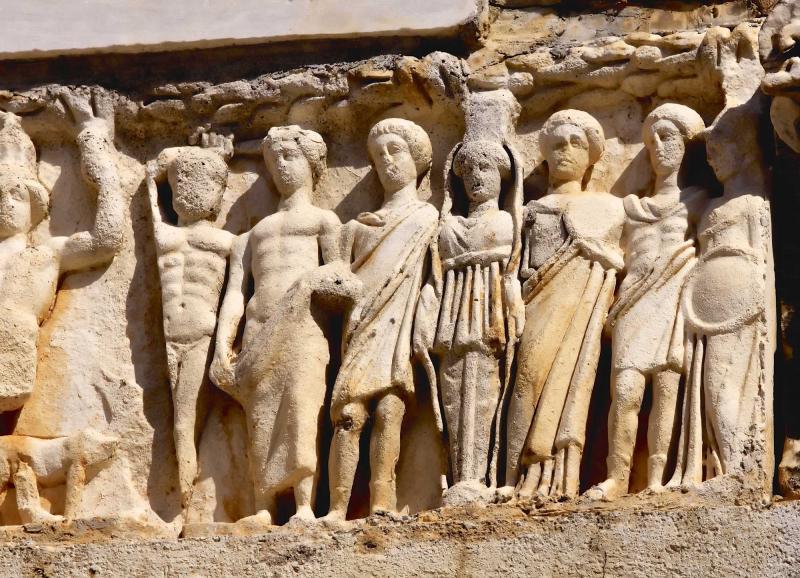 turkey_ephesus_statues_on_kuretes_street_in_celsus-e_0