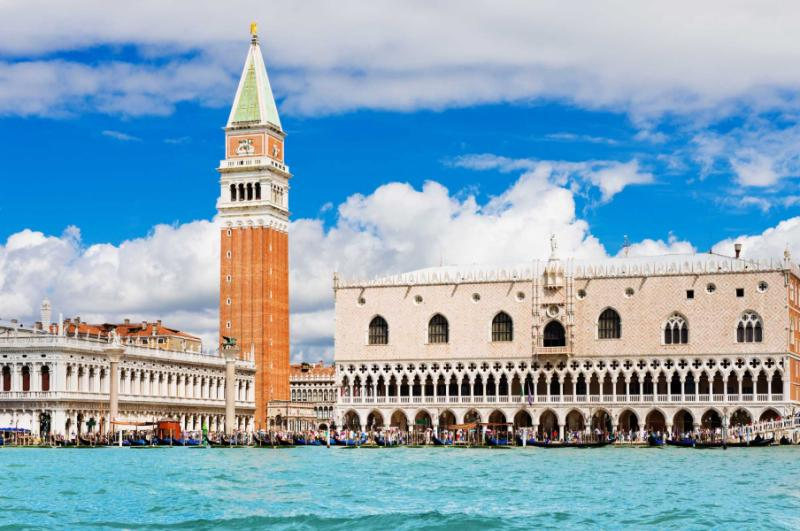 venice_landmark_view_from_sea_of_piazza_san_marco_or_st_mark_square_campanile_and_ducale_or_doge_palace._italy_europe._copy
