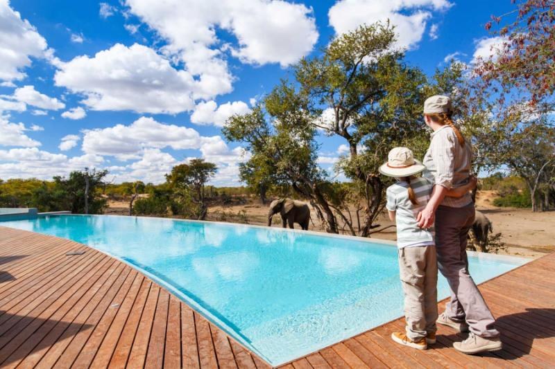 africa-south_africa_family_by_the_pool_wacthing_elephants_luxury_lodge_1