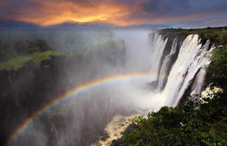 africa-zambia-victoria-falls-sunset-and-rainbow