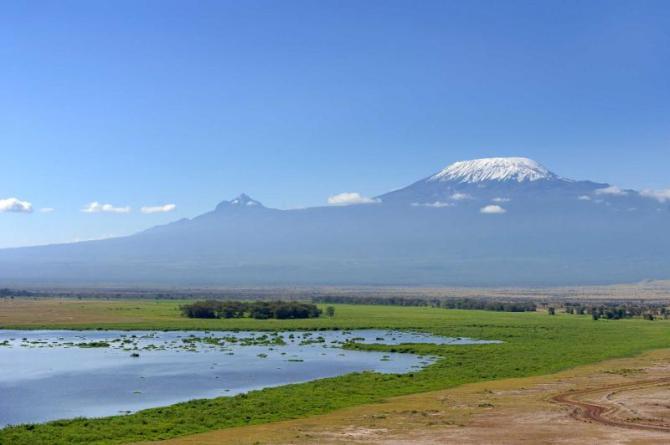 africa_tanzania_kenya_kilimanjaro_snow_on_top_of_mount_kilimanjaro_in_amboseli