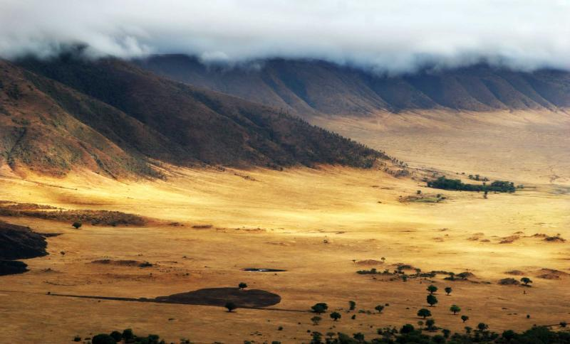 africa_tanzania_ngorongoro_first_light_in_the_ngorongoro_crater_0