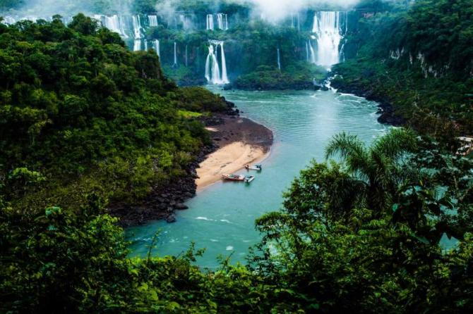 argentina-iguaza-falls-view-from-brazil-side-close-up_0