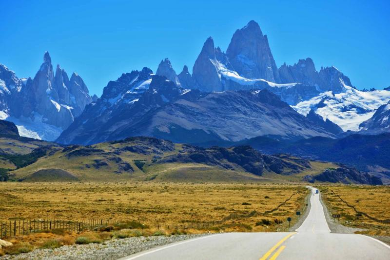 argentina-patagonia-andes-famous_rock_fitz_roy_peaks_in_the_andes