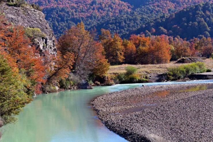 argentina-patagonia-autumn_mountain_river