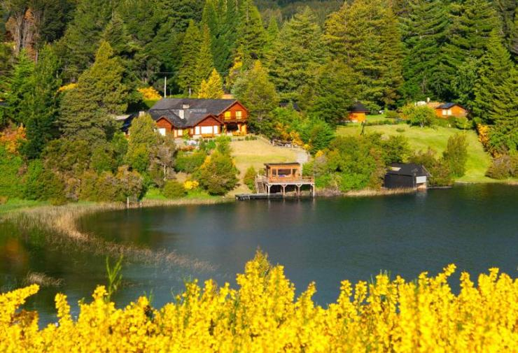 argentina-patagonia-beautiful_landscape_with_cottage_near_a_lake_and_trees_in_villa_la_angostura