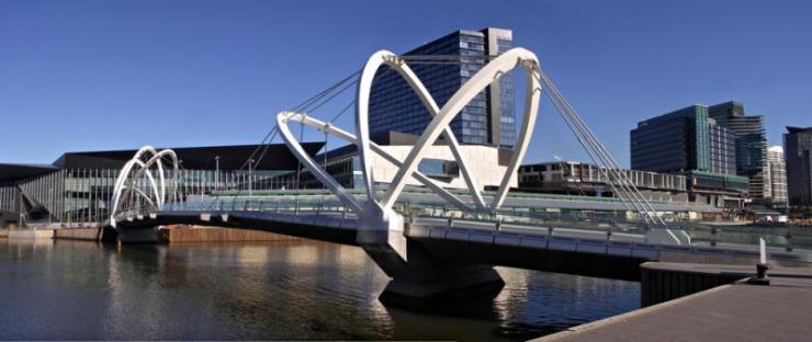 australia_melbourne_tour_modern_footbridge_over_yarra_river12_0