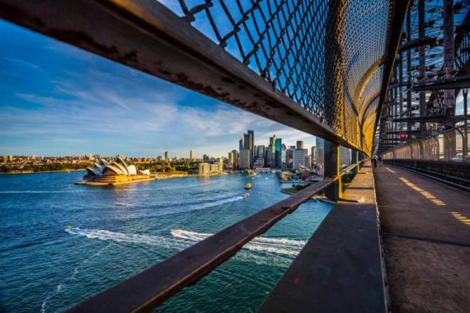 australiasydneyoperahouseonwalkingwayontheharborbridge12