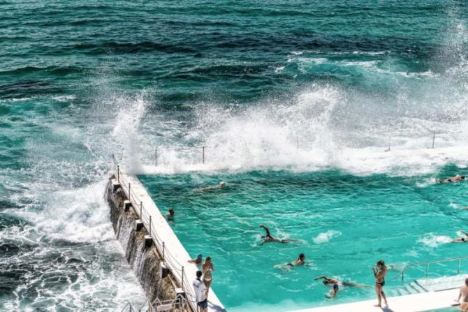 beach_scene_rock_swimming_pools_overlooking_tasman_sea_in_bondi_sydney_-_australia_0