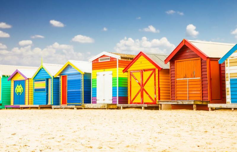 beautiful_bathing_houses_on_white_sandy_beach_at_brighton_in_melbourne_australia