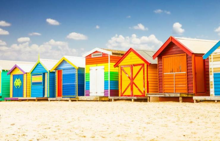 beautiful_bathing_houses_on_white_sandy_beach_at_brighton_in_melbourne_australia