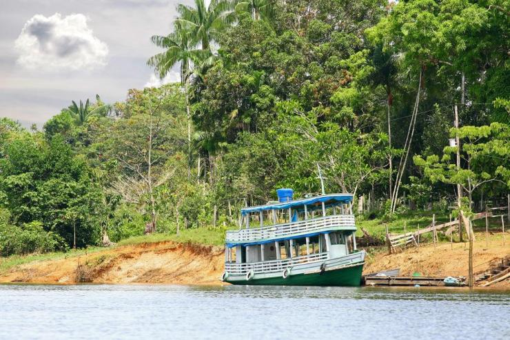 brazil-amazon-traditional-wooden-boat-in-rainy-season
