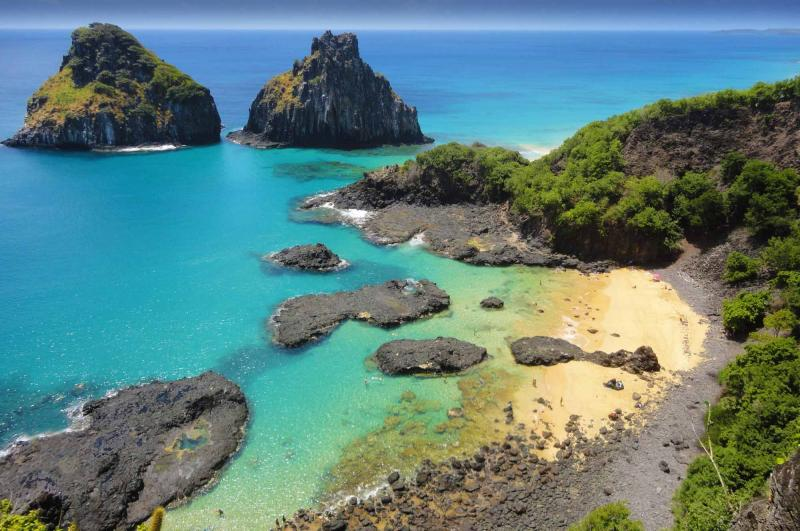 brazil_bahia_do_porcos_tropical_beach_with_a_coral_reef