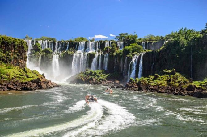 brazil_iguazu_falls_wide_view
